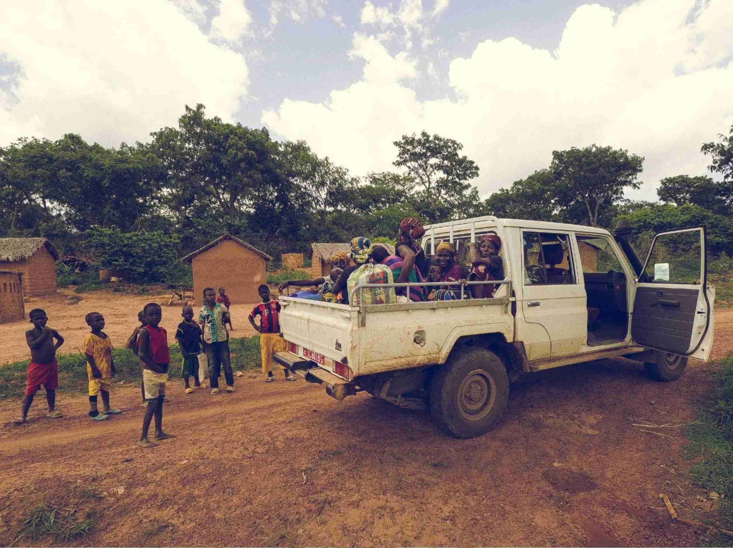Una jeep per le scuole della missione di Niem